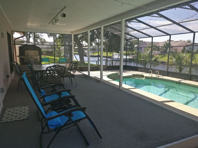 3 Bedroom House on Canal with Screened in Pool
