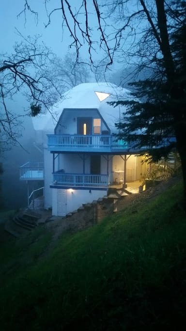live inside the house that is meditating in morning fresh air