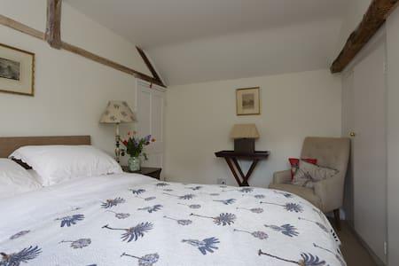 Bed & Breakfast in Enchanting Riverside Cottage