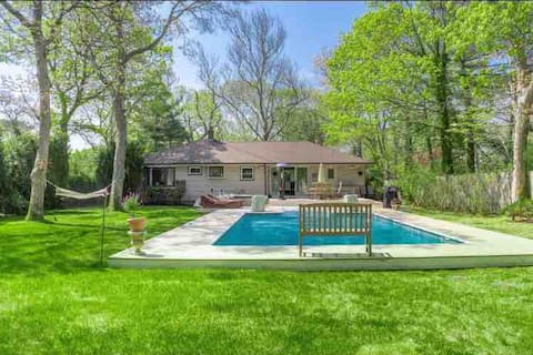 Gorgeous Hamptons escape w/pool & hot tub, beach!