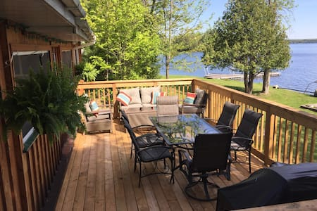 Picturesque Lower Buckhorn Lakefront Cottage