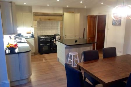 Clean, small room in beautiful house. - Huddersfield - บ้าน