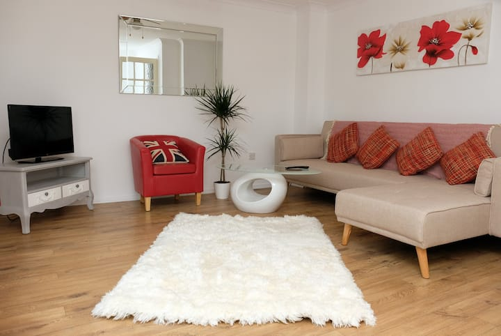 ⭐♥ 3 Bed - 5 Minutes to NEC/Airport ♥⭐ Tulip Home