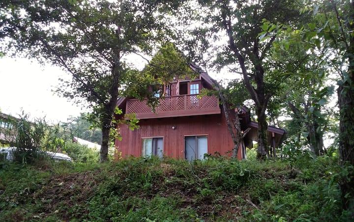 サンクス山中湖 ログハウス一棟貸 ウッドデッキバーベキューOK