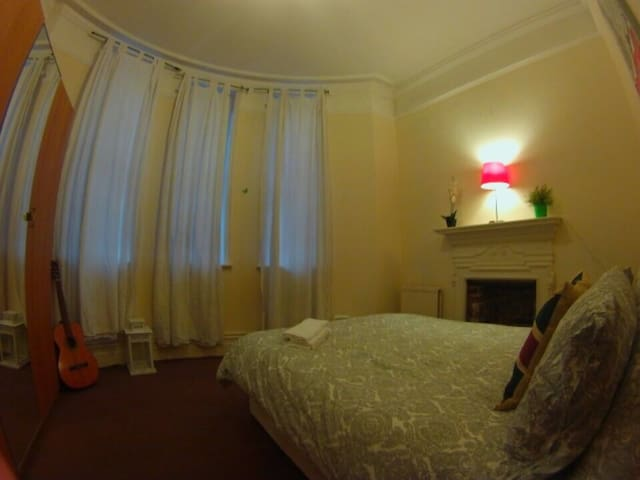 Nice Room near Eurostar and Kings X - London