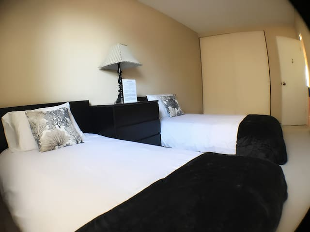 *Room 1 Silicon Valley Twin Bed A
