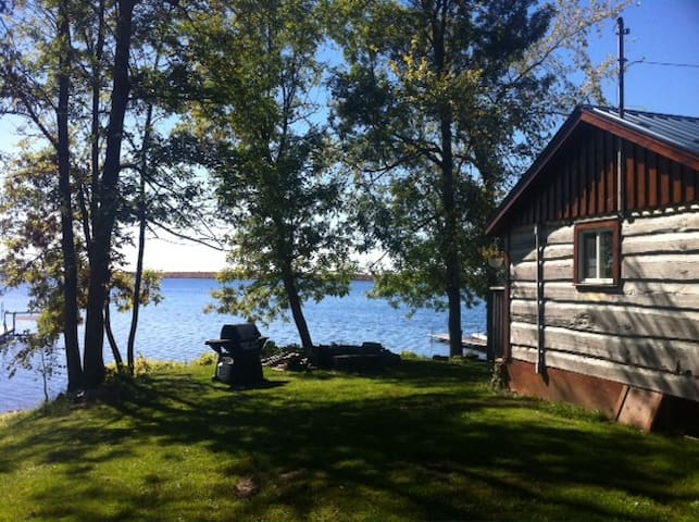 Waterfront Cottage, the Generations Inn - Carleton Place - Cabin