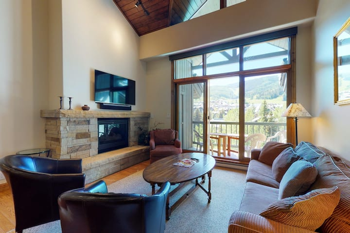 Magical Getaway in Ski-In/Ski-Out Location w/Shared Hot Tub & Pool, W/D, & WiFi!