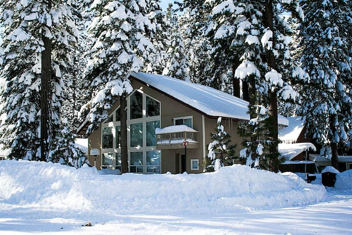 Bright Newer Home By Biking, Sledding and Forest, BBQ, Fireplace (CYH1092)