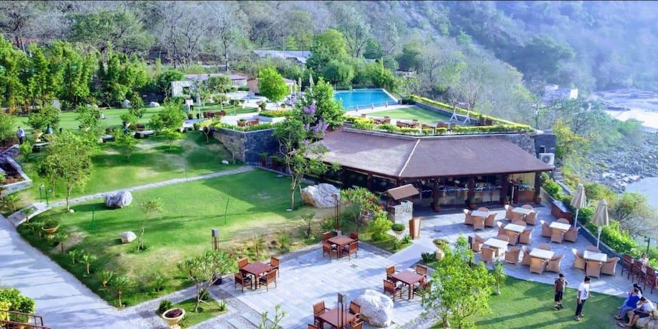 Aloha 1 BR+LR: Amazing Mountain View Apartment