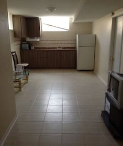 1 bedroom basement apartment with private entrance - Cambridge