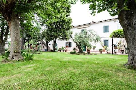 Private room in Casale Gabriella - Piza
