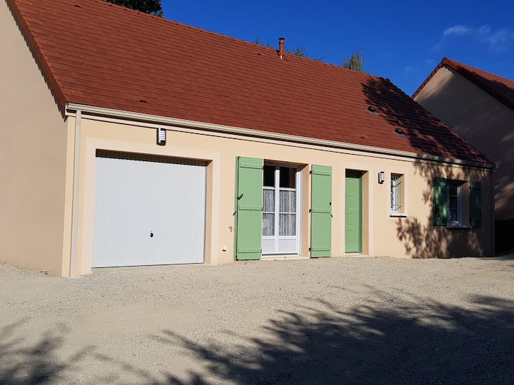 """Gîte """"Frene Vert"""" et son grand parc près d'Avallon"""