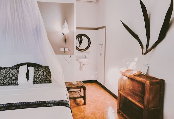 Lovely AC Room 200m from the Beach #1