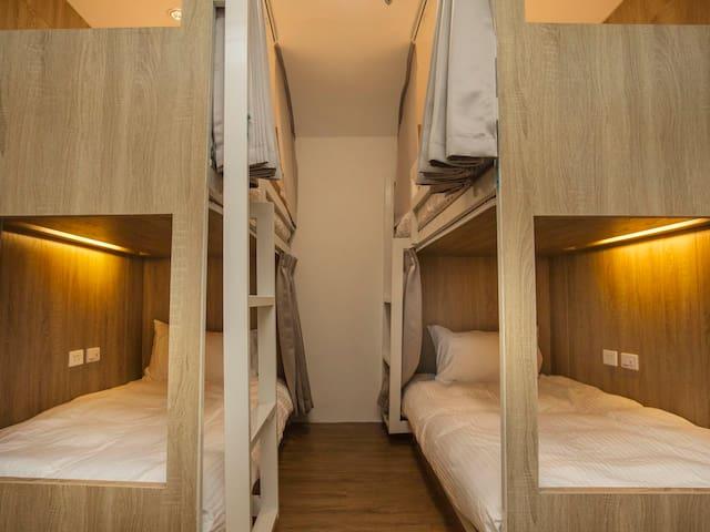 4床女性套房的1張床位 近 高雄火車站 六合夜市 捷運後驛站樓上