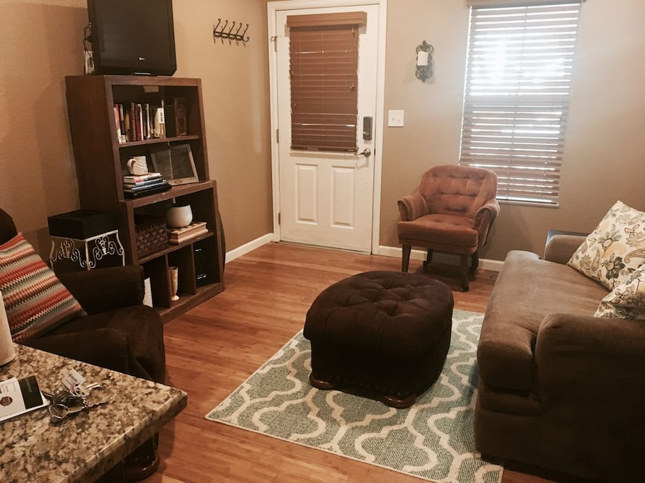 Private living room- DVD/Netflix access