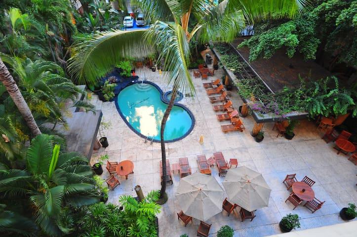 Excellent Location, Waikiki Studio
