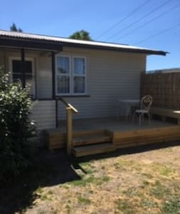 Self Contained Cottage - Gisborne - Kabin
