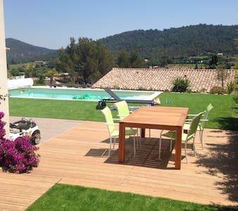 Belle maison, piscine et belle vue - La Crau