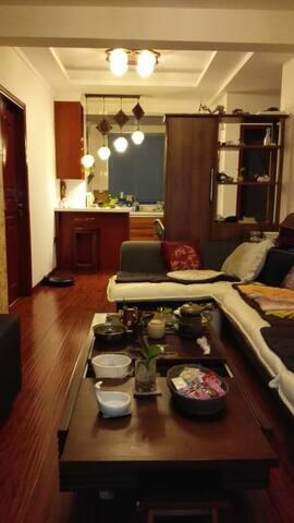 温馨二居室,适合家庭入住。生活设施一应俱全。期待异地住房交换。