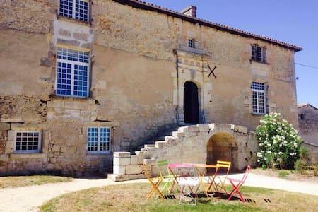 Logis du 16eme siècle, proche Angouleme, Cognac - Jurignac