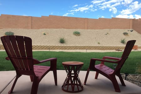 The Sand Hollow Hideaway (dog friendly)