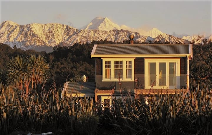 Beautiful cottage with mountain and sea views