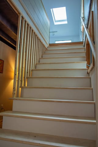 "48"" wide staircase to bedrooms 2&3"