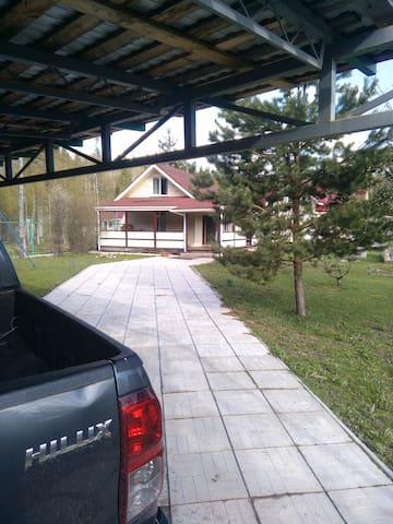 Уютный коттедж у озера недалеко от границы
