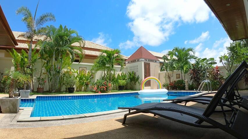 异国风情精品泳池别墅,美妙的园景和巨大的泳池,2间卧室(Villa Lucky)