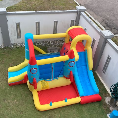 Kiddy fun play (2-10 yrs) with a fee.  Top Front view.  Reservation required.  Depending on availability.