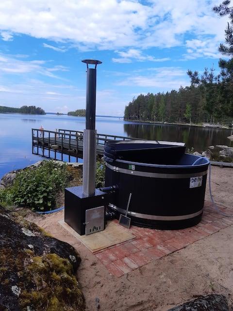 Huvila Kivijärven rannalla, palju, moottorivene.