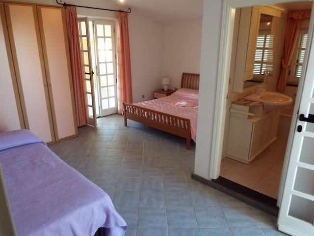 VILLA 140MQ GRANDI GRUPPI O FAMIGLIE 10 POSTI - Budoni - Villa