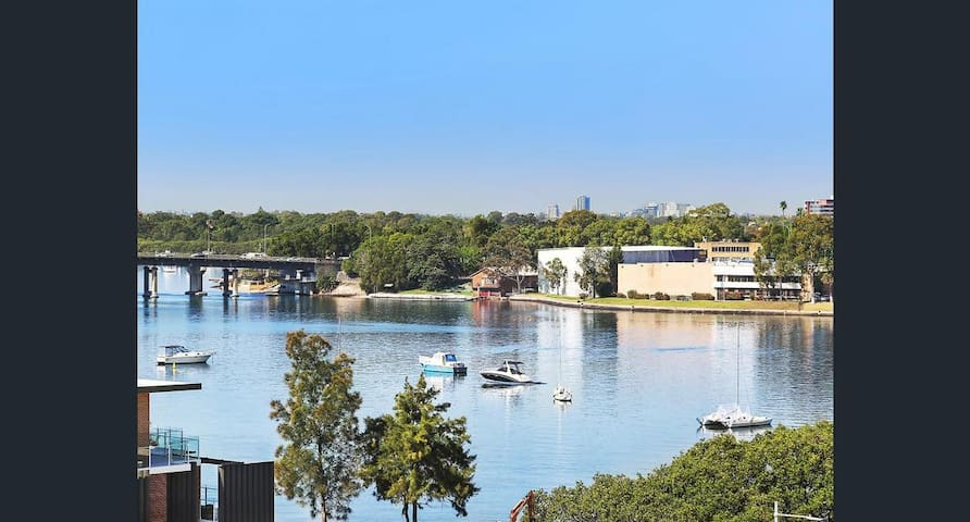 Quiet, Private, waterfront and easy access to city - Meadowbank - Apartament