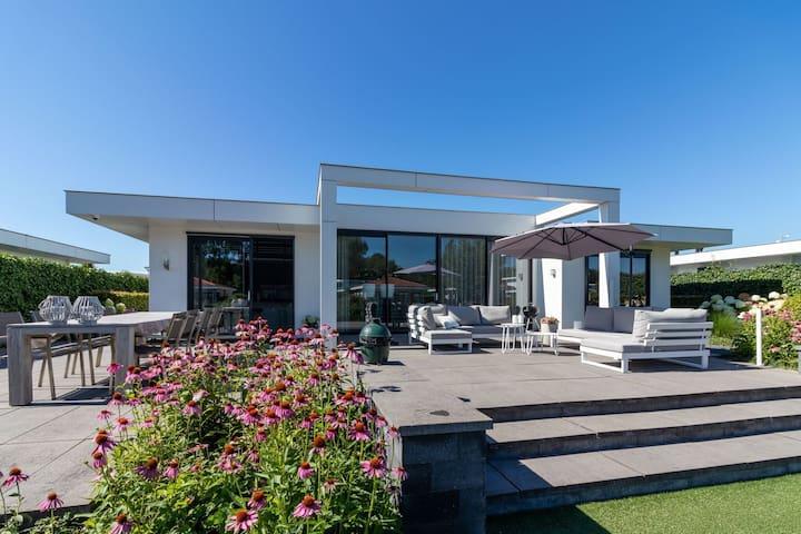 Splendid Holiday Home in Zeewolde with Garden
