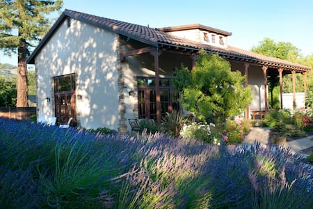 Hacienda Sonoma - in the HEART of Sonoma Valley. - Kenwood - House