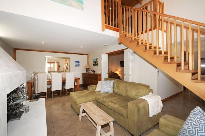 Luxury Vaulted Cubbyhouse - Saint Andrews Beach - Byt