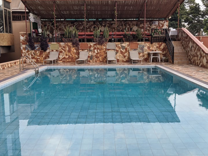 Spacious 1BR Suite   Kampala Rd 6min  Very Central