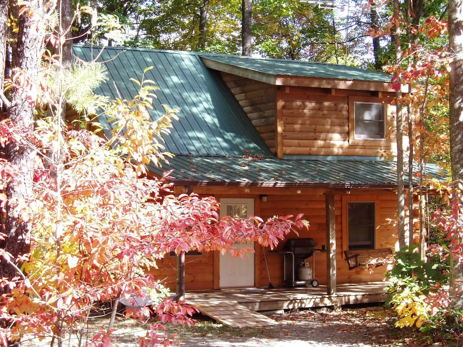 The perfect Hideaway cabin at Country Road Cabins in Hico, WV