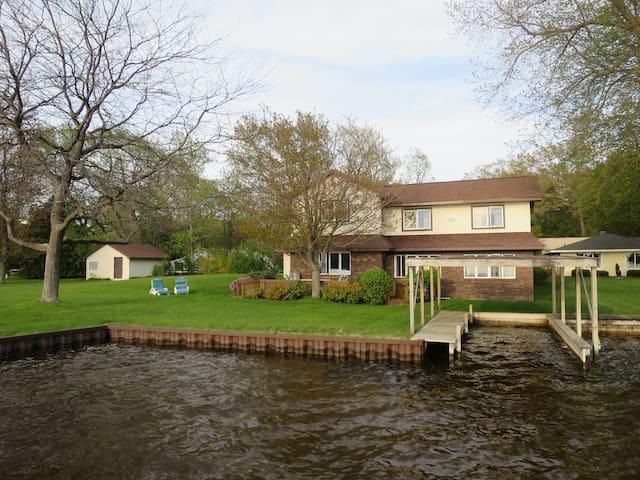 Vacation On Hamlin-Large Home on Hamlin Lake!
