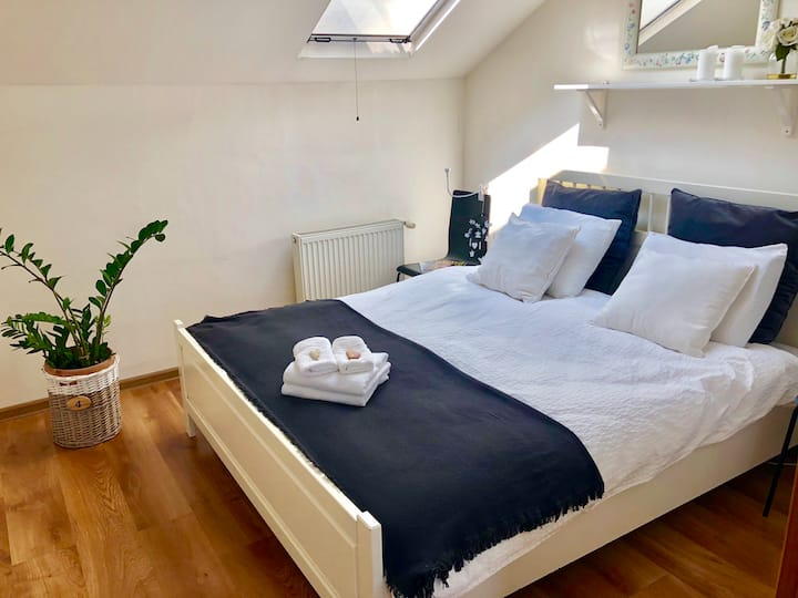 Fresh double bed room in a house with BBQ garden