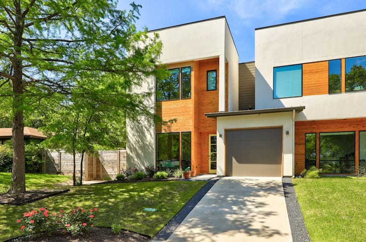 Modern Zilker Hideaway - Walk to Downtown   Professionally Cleaned + Hosted By GuestSpaces