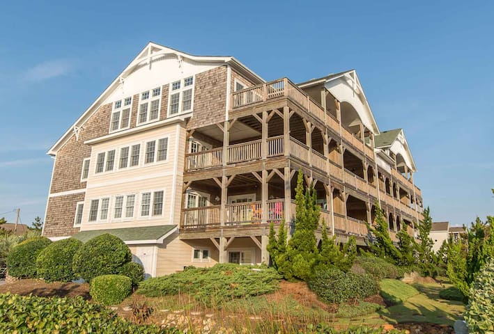 VP303 T's Retreat. Great Victoria Place Luxury Condo, Easy Beach Access! | 2 Bedroom, 2 Bathroom
