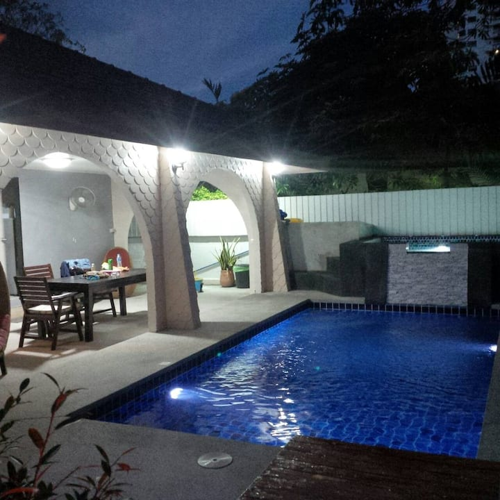 Villa Rosa 4 bed & Private Pool Jacuzzi - Karaoke