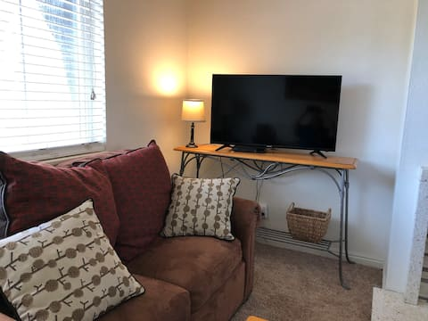 Cozy Logan Condo: 2bd/1bth,USU-Ski-Bike-Hike-Shop