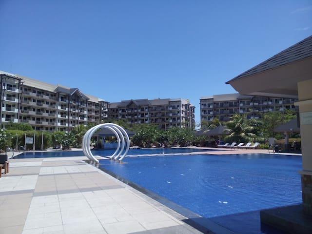 2bdr unit w/pool+wi-fi near airport - Manila - Apartment