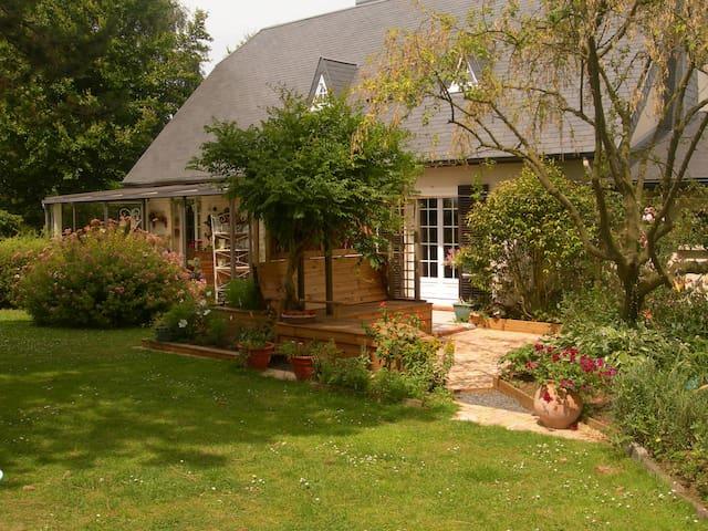 """la clé des champs """" les Ombellifères"""" - Octeville-sur-Mer - Bed & Breakfast"""