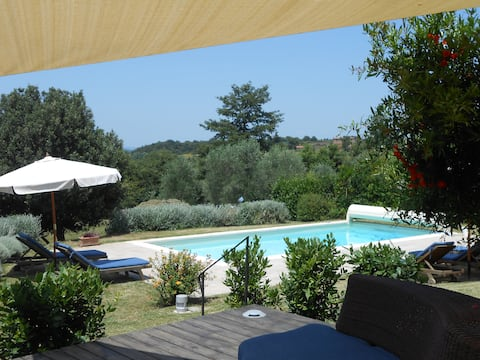 Tuscan farmhouse near Siena + Cortona, heated pool