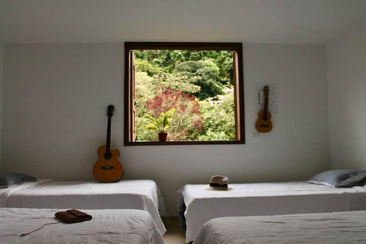 Habitacion multiple con vista a las montañas