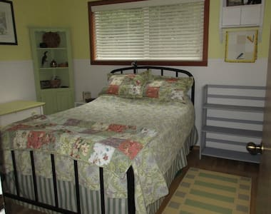 Quiet and cozy room in house on acreage - Friday Harbor - Hus